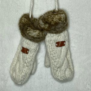 Aran Tradition Mittens With Fur Cream